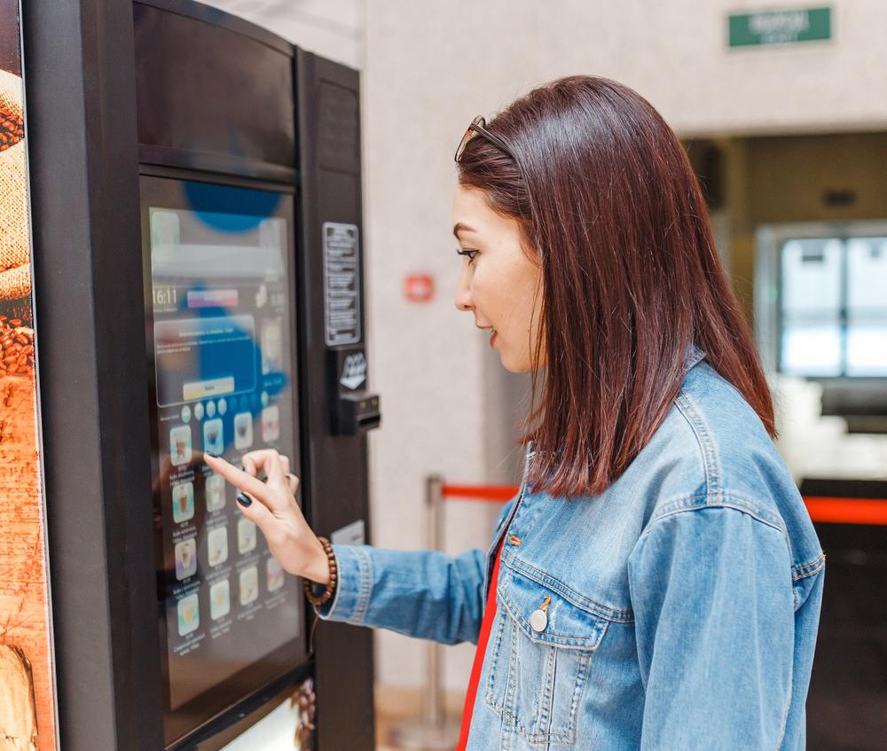 Standautomat mit Festwasseranschluss und Display